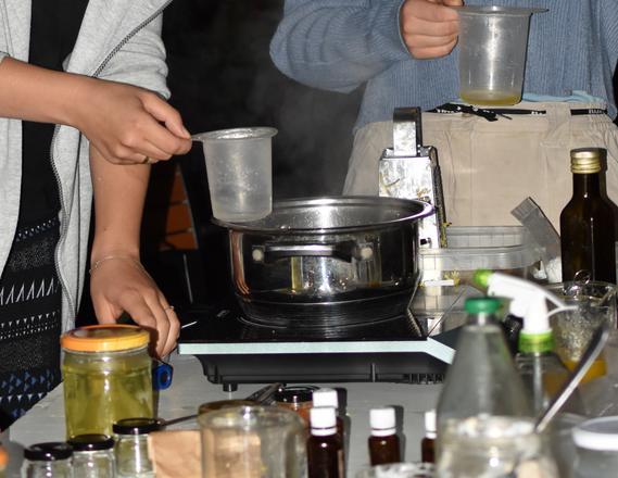 Domowelaboratorium,czyli naturalne kosmetyki ichemia domowa wstylu zero waste – relacja zespotkania